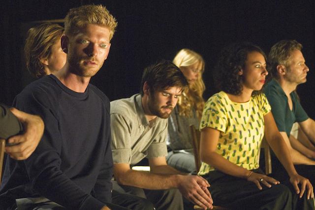 It-is-a-tale-told-by-an-idiot-De-Theatertroep-Tijdelijke-Samenscholing-t-Barre-land-foto-Fran-van-der-Hoeven